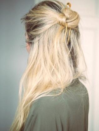 4-Le-Fashion-Blog-20-Inspiring-Half-Up-Top-Knot-Hairstyles-Blonde-Hair-Bun-Via-Camilla-Pihl