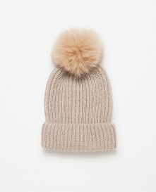 From Markası: ZARA Price Fiyatı: 39.95 TL Link: http://www.zara.com/tr/en/woman/accessories/view-all/pompom-hat-c733915p3037003.html